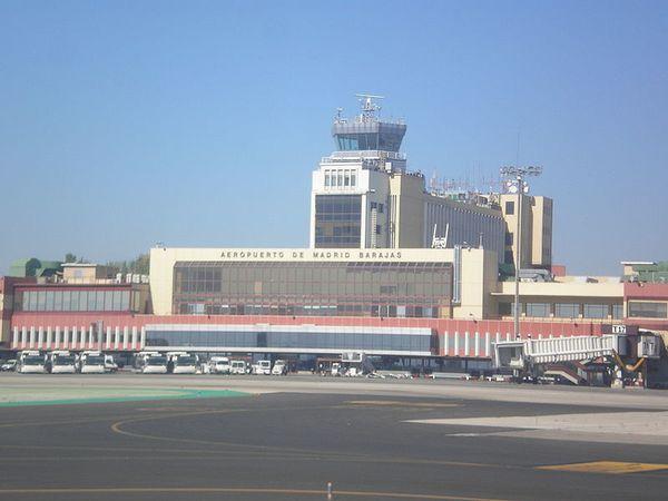 800px-Aeropuerto_de_Madrid-Barajas02.jpg
