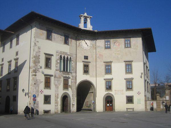 800px-Palazzo_dell_orlogio.jpg