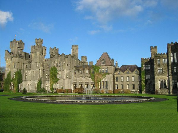 Ashford_Castle_in_County_Mayo.jpg