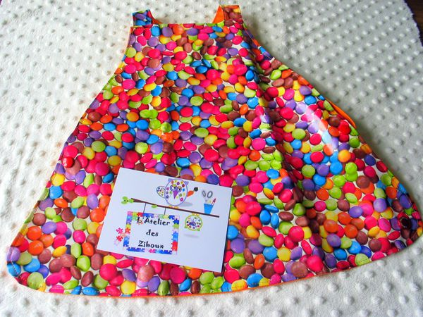 tablier-en-toile-ciree-smarties.JPG