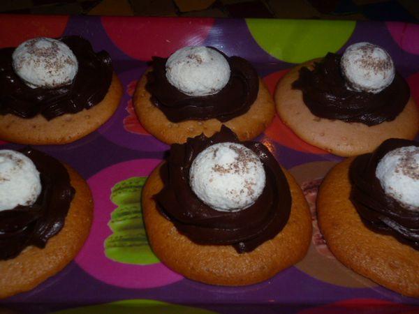 Petits-fours-ganache-chocolat-et-meringue--1-.JPG