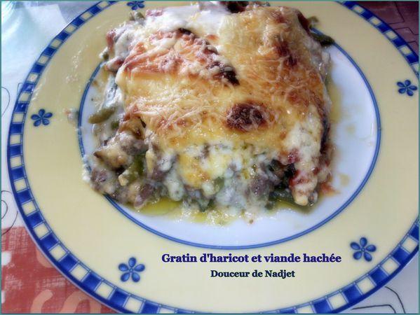 assiette de gratin d'haricot vert et viande hachée