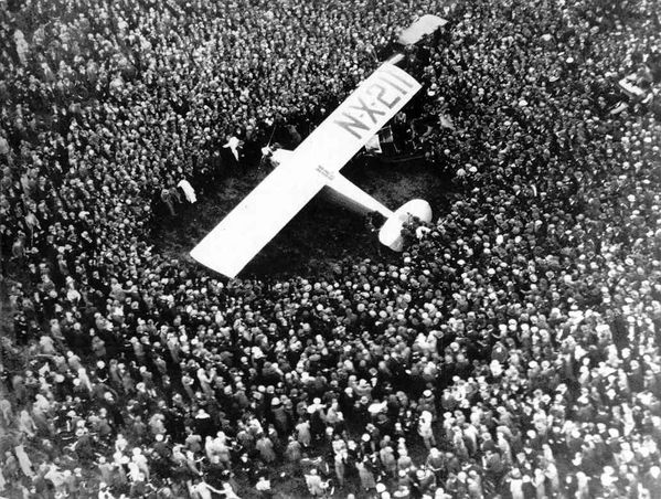 STP-041_Lindbergh-in-Paris_1927.jpg