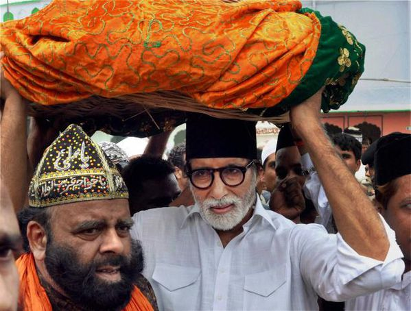 Actor-Amitabh-Bachchan-at-the-dargah-of-Khwaja-Moinuddin-Ch.jpg