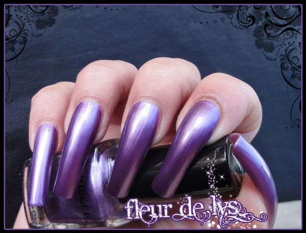 Vernis ongles violet metallique