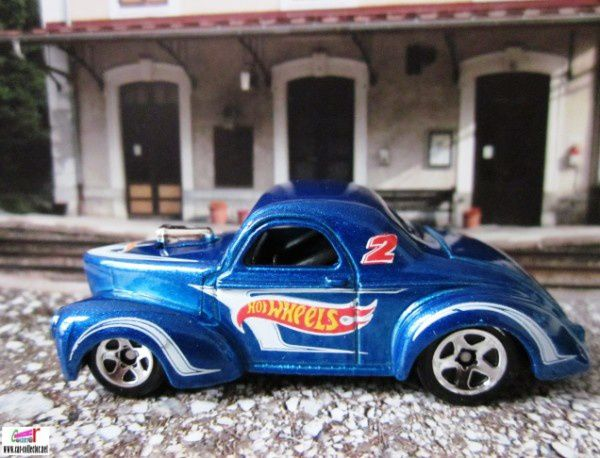 41 willys ford willys coupe hw racing 2011.152. (1)