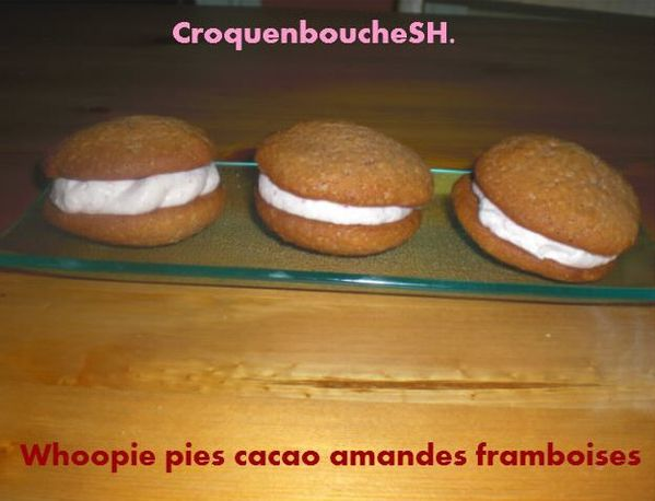 Whoopie-pies-cacao-amandes-framboises.JPG