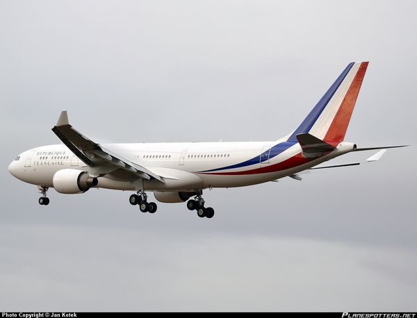 F-RARF-Arme-de-lAir-French-Air-Force-Airbus-A330-200_Planes.jpg