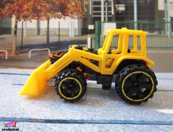 tractor-tracteur-pelleteuse-down-&-dirty-2010
