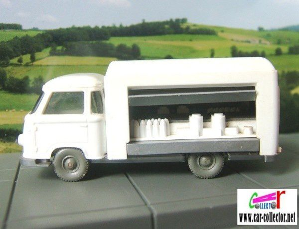little-truck-of-delivery-white