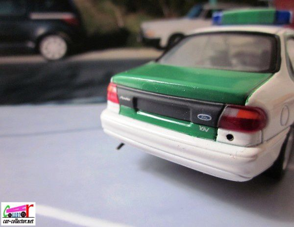 ford-mondeo-polizei-minichamps-mondeo-police-paul--copie-1