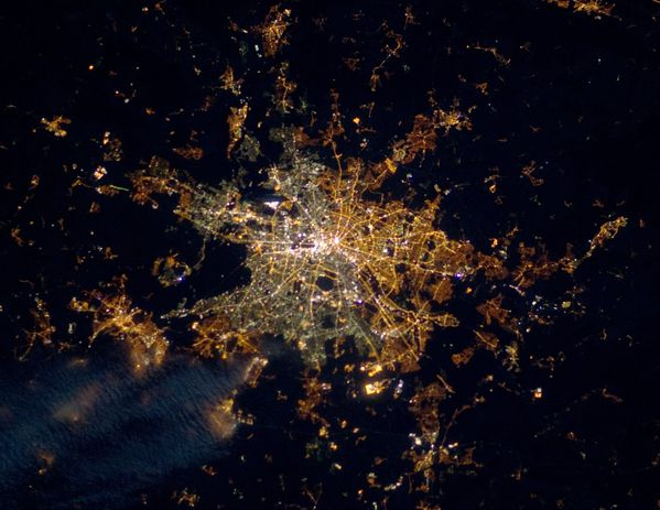 ISS---Berlin-at-Night---Wall---Mur-de-Berlin.jpg