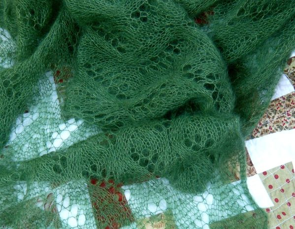 Meandering vines Shawl1