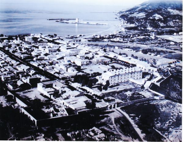 Ville de Tenès en 1955