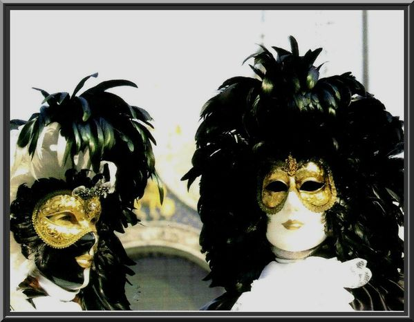 http://img.over-blog.com/600x466/5/05/88/06/divers-images-net/carnaval-masques-009.jpg