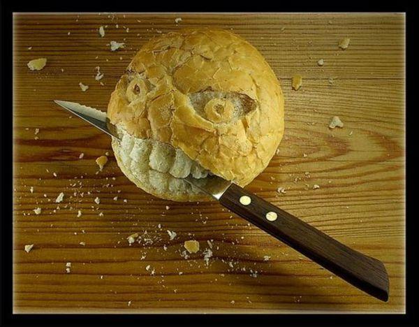 fond d'ecran amusant boule de pain qui se venge.