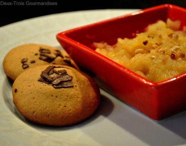 Compotee-de-pommes-et-cookies-au-cafe.jpg