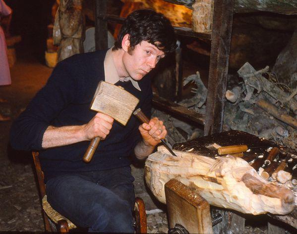 Gerard-au-travail-dans-sa-grotte-1981.jpg