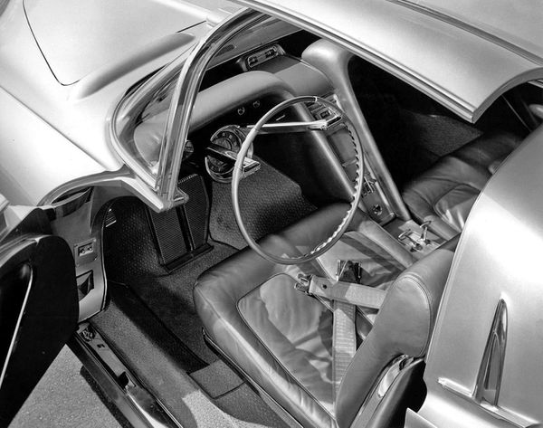 1956_Oldsmobile_Golden_Rocket_Concept_Interior_01.jpg