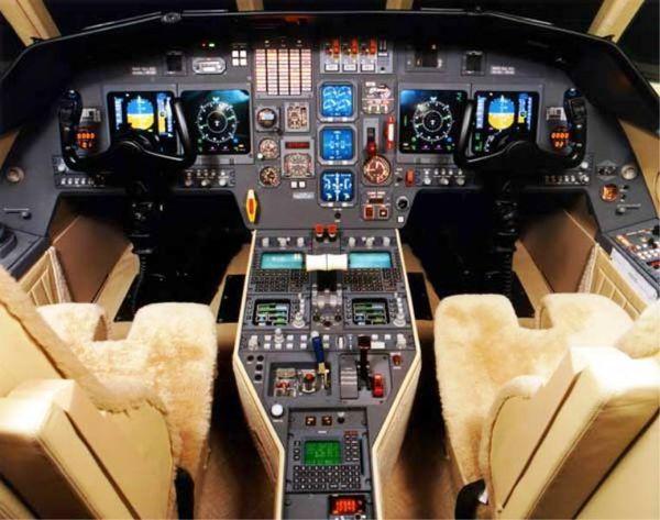 Falcon-2000-Cockpit