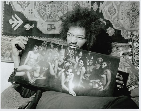 Jimi-Hendrix-with-Electric-Ladyland-LP.jpeg