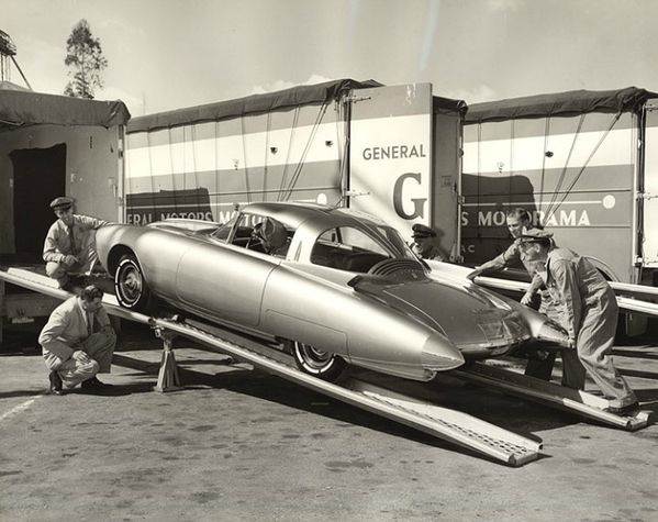 1956_Oldsmobile_Golden_Rocket_Motorama56_03.jpg