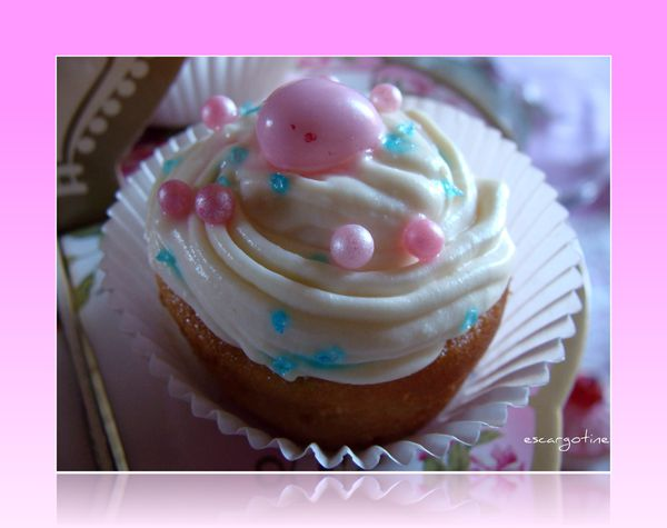 2012-03-27bis table cupcakes 015