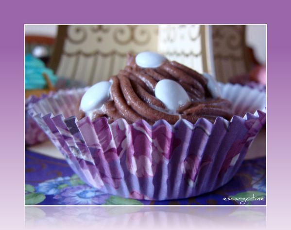 2012-03-27bis table cupcakes 037