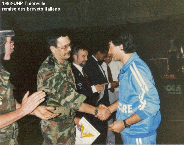 1988-UNP-Thionville-remise-des-brevets-italiens--3-.jpg