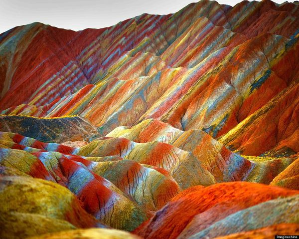 tumblr_muqk6Rainbow-Mountains-In-China-s-Danxia-Landform-.jpg