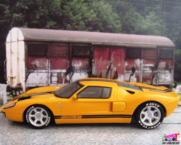 ford-gt-2004-anniversaire-100-ans-ford-minichamps (1)