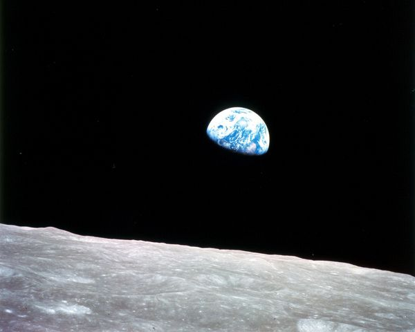 NASA---Apollo-8---Earth-rise---Lever-de-Terre---24-11-1968.jpg