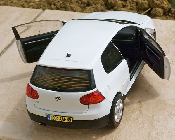 VW GOLF GTI COUPE BLANC NOREV17