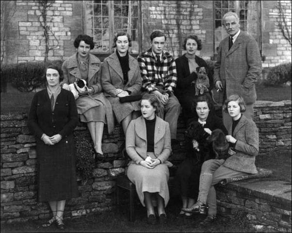 The-Mitford-family-in-1934.jpg