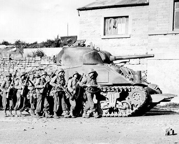 742px-Yanks advance into a Belgian town