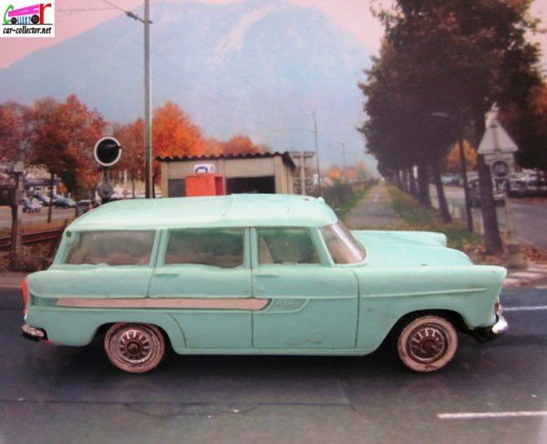 simca-marly-ambulance-norev-plastique (1)