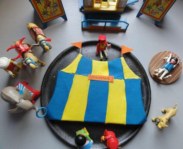 gateau-chapiteau-de-cirque-et-playmobil.jpg