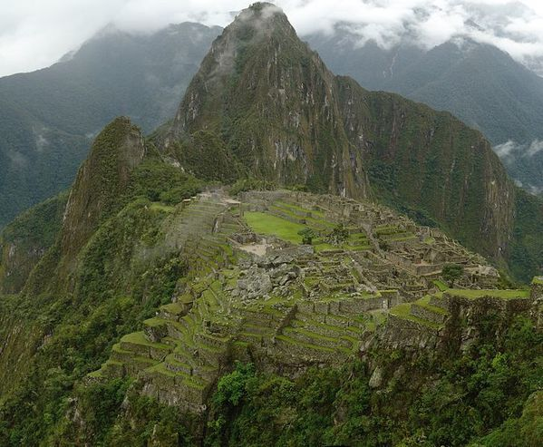 728px-Machu_Picchu_mosaic_picture_-_december_2006.JPG