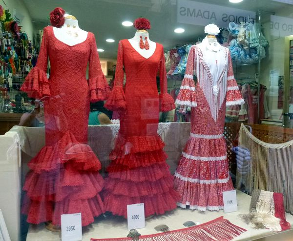 SEVILLA---robes-flamenco.JPG