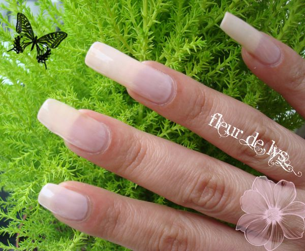 Vernis nude sur mes ongles longs