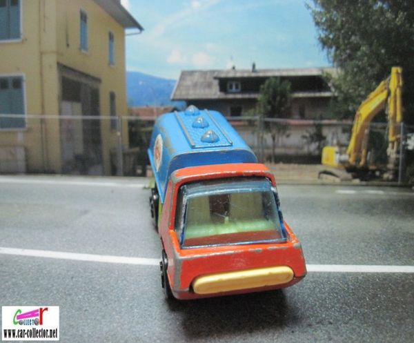 petit camion citerne esso playart made in hong kong (2)