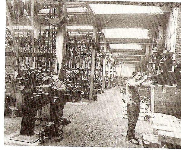 Usine Pipe S.A. : usine de montage d'automobiles à Anderlecht, rue de Ruysdael
