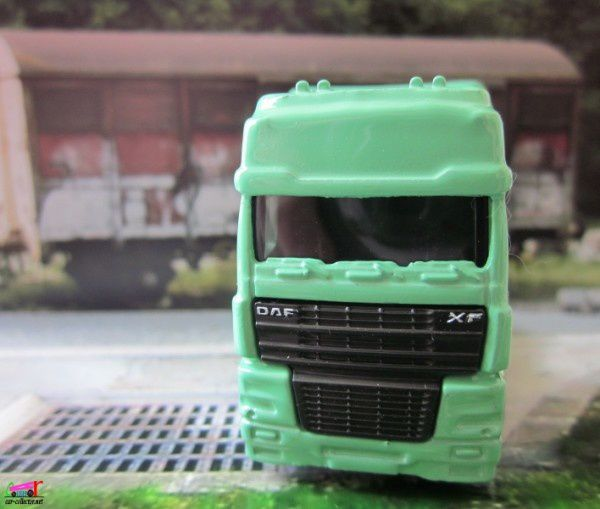camion-daf-xf95-space-cab-euro-edition-matchbox (2)