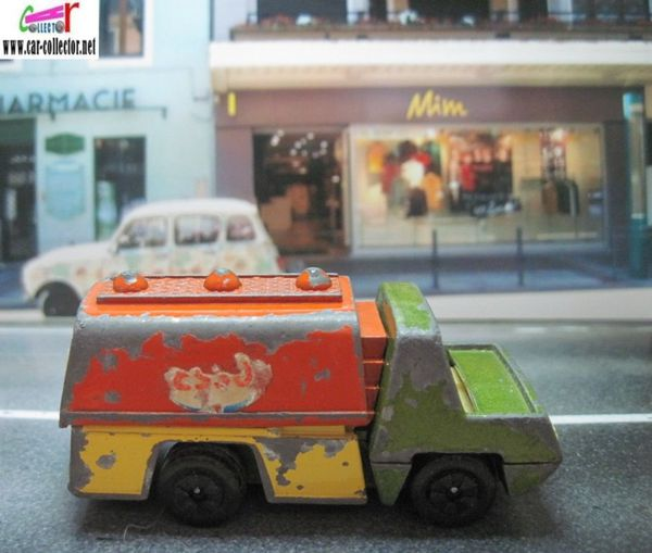 petit camion citerne esso playart made in hong kong