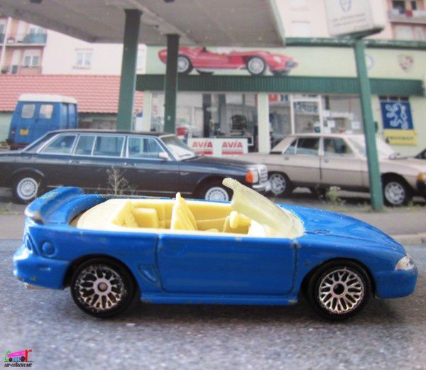 1996-ford-mustang-convertible-playset-mc-donalds-1999