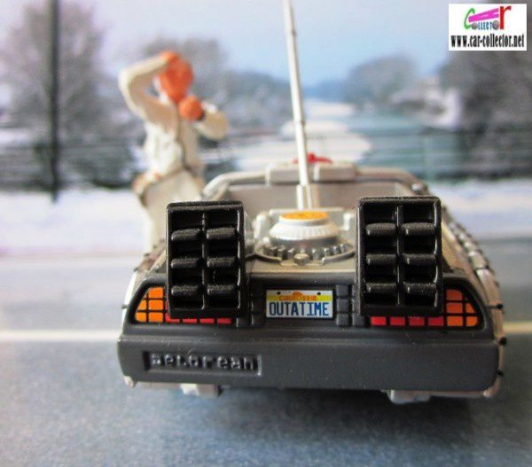 delorean corgi michael j fox professeur emmett brown (4)