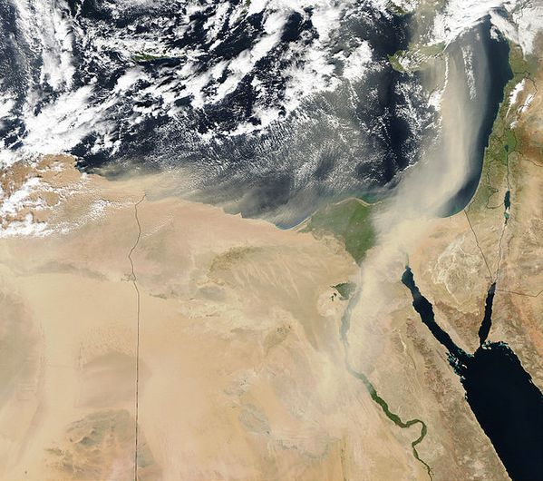 677px-Dust_storms_off_Egypt.jpg
