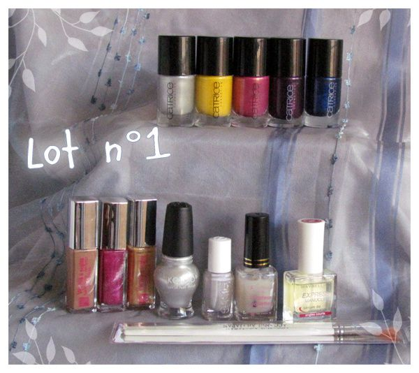 http://img.over-blog.com/600x534/3/93/23/62/GA_LoveNailArt/03/lot1.jpg