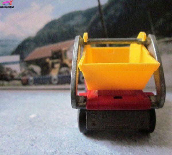 skip-truck-camion-de-chantier-matchbox (3)