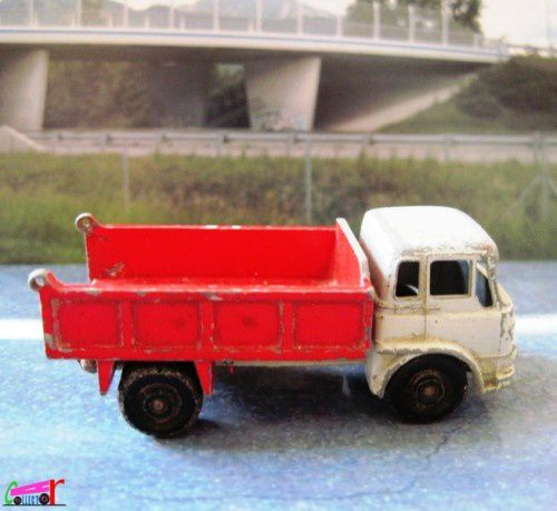camion-bedford-tipper-truck-lesney (1)